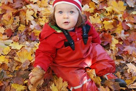 En massa fina löv och en galontjej.